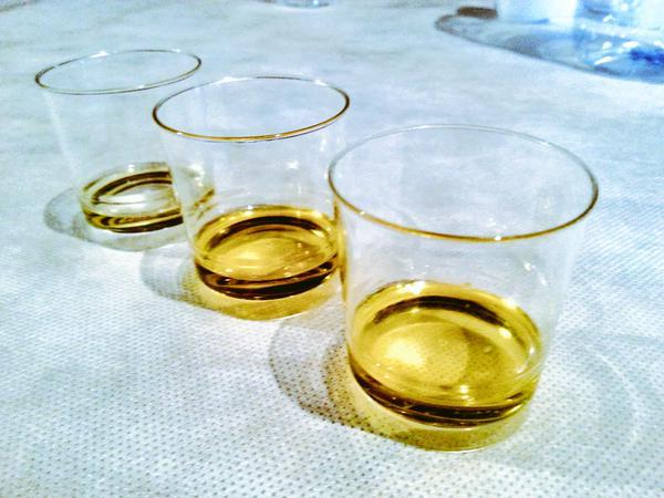 Cata de aceites, por orden de calidad (Foto: Luis Fernández)