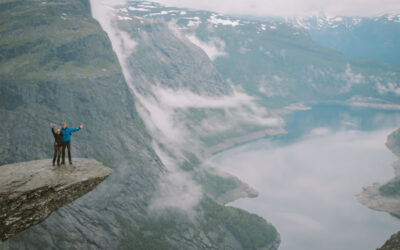 The Vanpackers en Trolltunga, Noruega