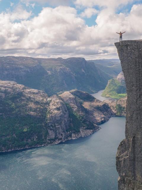 Preikestolen o roca del púlpito en Stavanger, Noruega