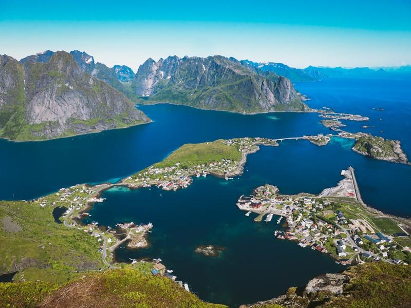 Vistas desde el Reinebringen en Lofoten, Noruega
